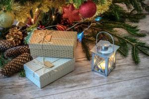 Návody na jednoduché balení vánočních dárků
