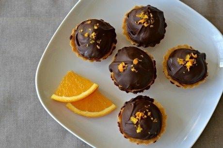 Linecké košíčky s čokoládou a pomerančem na ozdobu