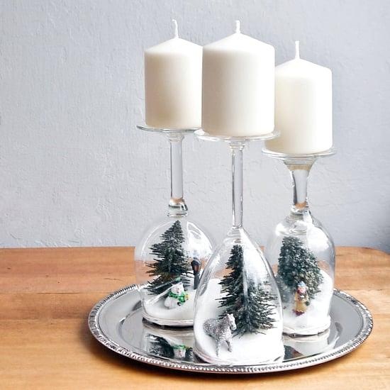 Svícen na vánoční stůl z vínových sklenic s motivy zasněžené krajiny