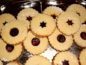 Linecnké cukroví v dia provedení na talíři