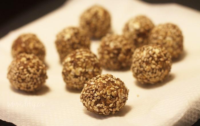 Raw recept na kuličky ze skořice