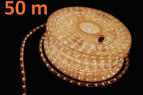 Světelný kabel s 1800 mini žárovkami o délce 50 metrů