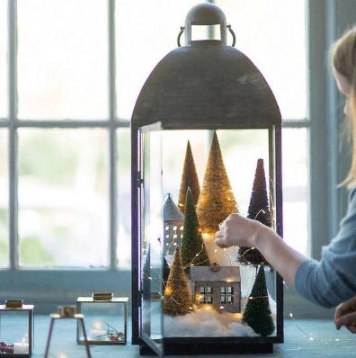 Lucerna s LED světýlky jako ozdoba