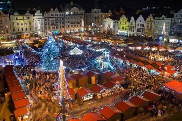 Vánoční trhy v Plzni na náměstí Republiky