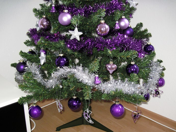 Fialová jako další skvělá barva letošních Vánoc.