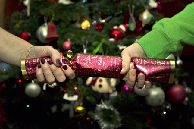 takzvané christmas crackers se v Anglii těší velké oblibě