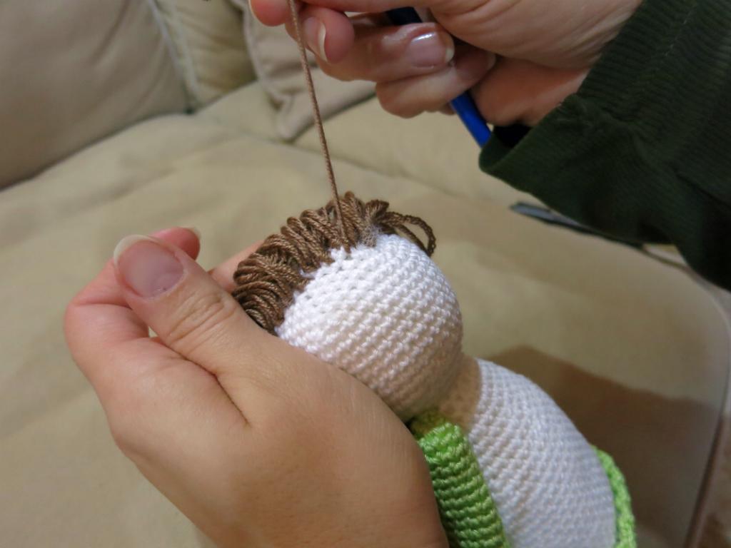 Háčkovaný anděl - postup výroby vlasů.