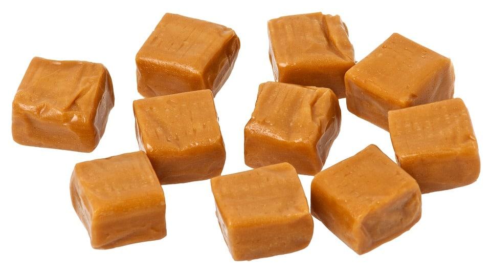 karamelové zázvorové kostičky