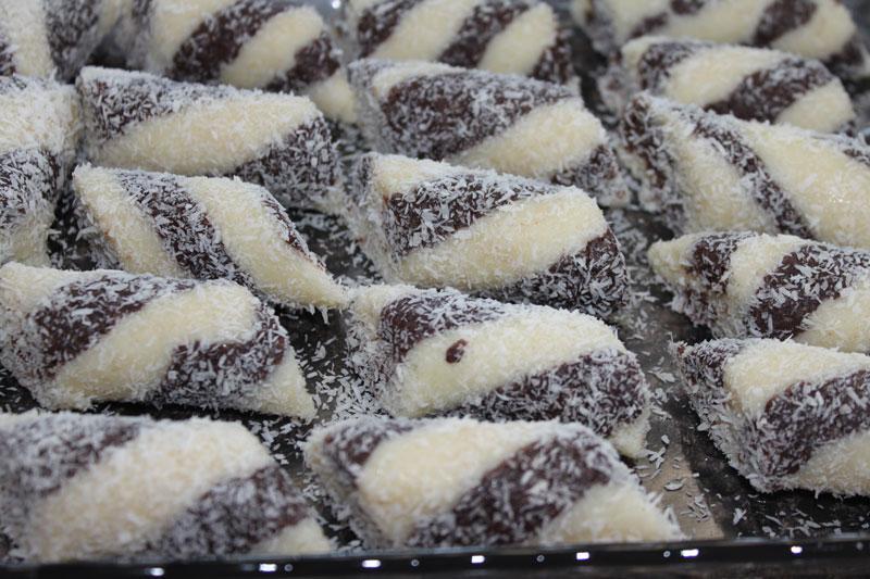 bezlepkové kokosové tyčinky máčené v čokoládě