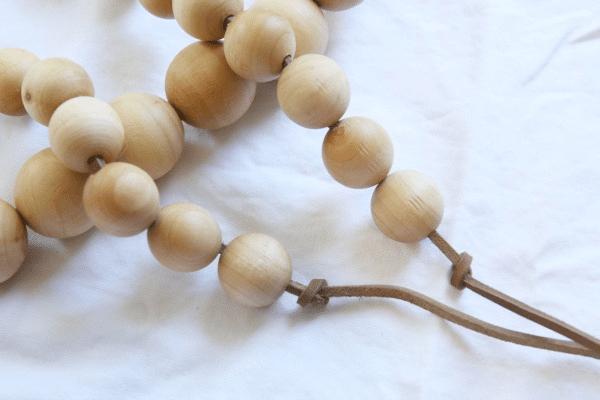 Jednoduchý řetěz na vánoční stromeček ze dřeva v čistém stylu - návod na výrobu.