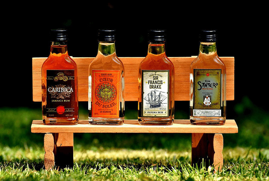 čtyři druhy rumu