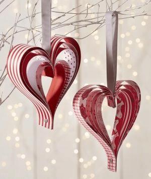Návod na papírové ozdoby na vánoční stromeček - jednoduchý srdíčka.