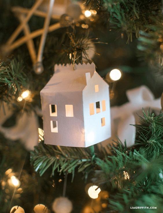 Svítící papírový domeček na stromeček návod.