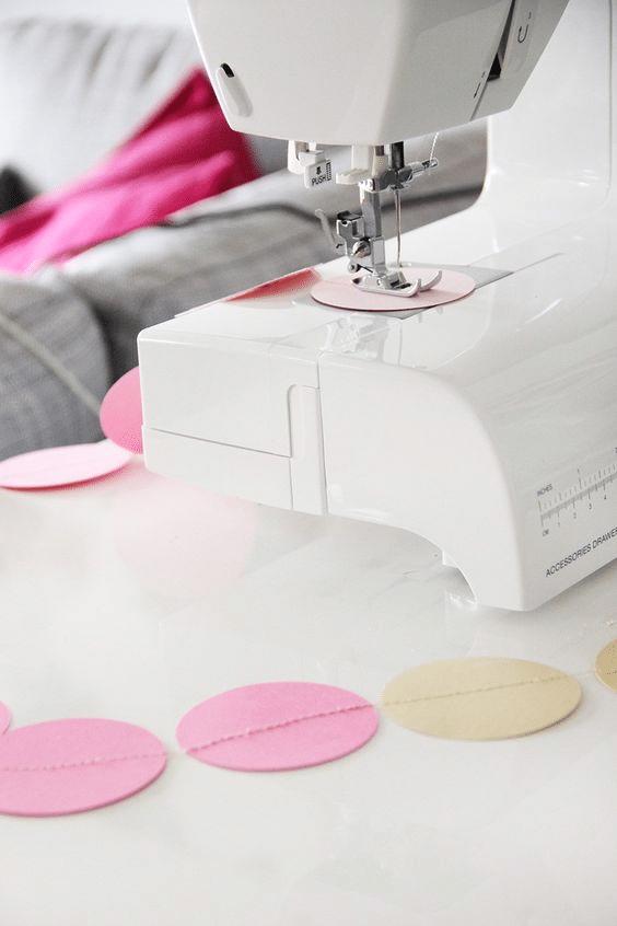 Papírová girlanda sešitá na šicím stroji - návod.