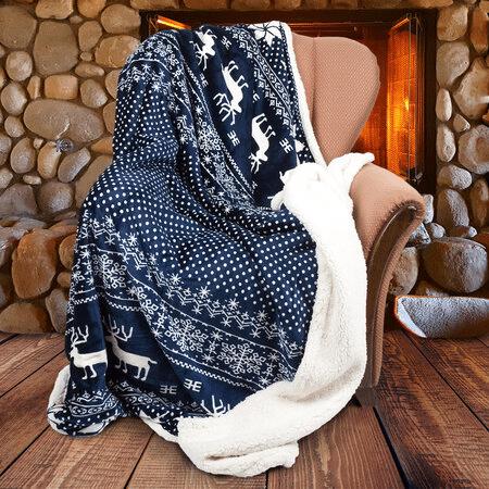 Tmavě modrá vánoční hřejivá deka se soby.