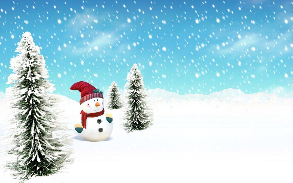 Vánoční obrázkové přání se sněhem, sněhuláčkem a třemi malými jehličnatými stromečky.