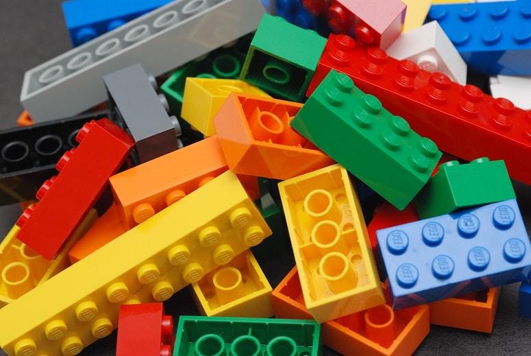 pro školáky a menší děti je trefou do černého lego stavebnice