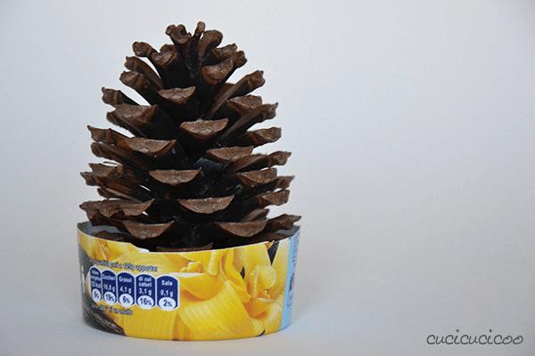 Návod na výrobu vánočního stromku z borovicové šišky.