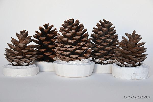 Vánoční stromeček ze šišek pro děti.