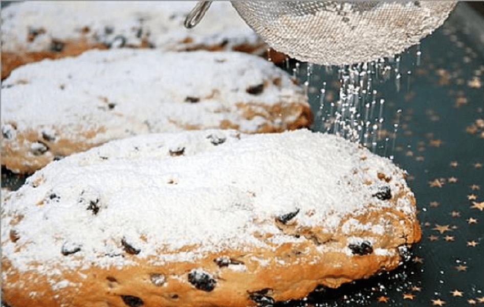 tvarohová štola sypaná moučkovým cukrem