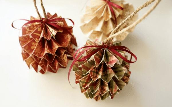 Papírové vánoční kouličky