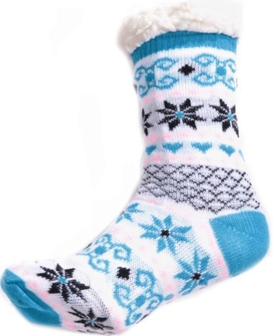 Teplé zimní ponožky s norským vzorem v modré a bílé.