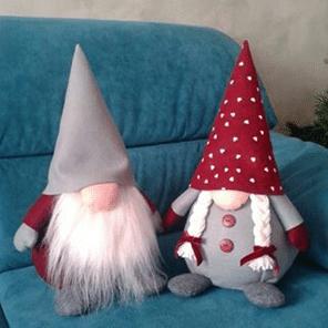 Vánoční skřítek z filcu ve skandinávském stylu.