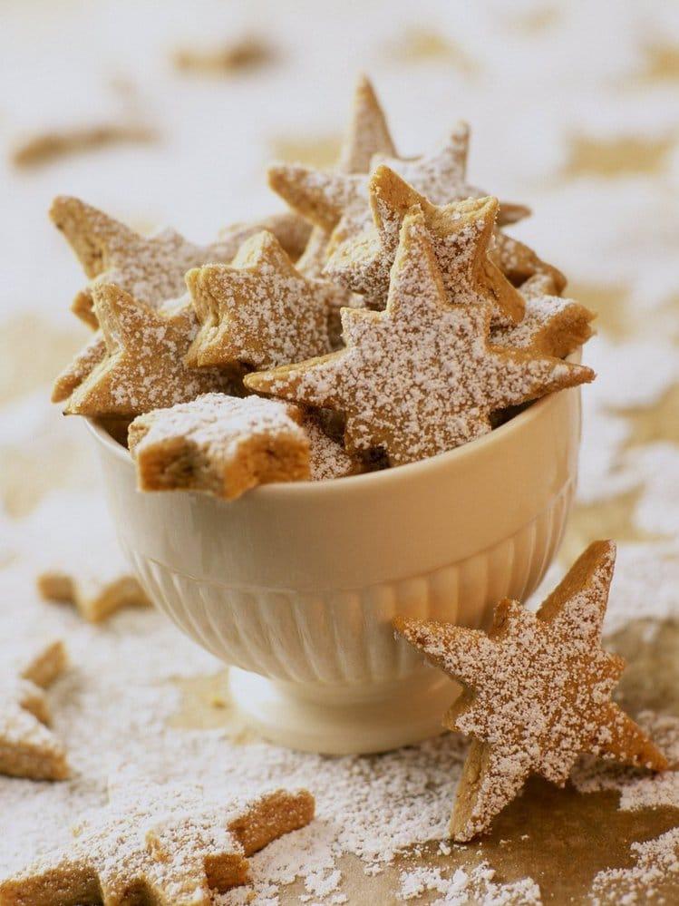 vánoční vykrajované skořicové cukroví