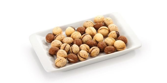 Plněné ořechy z formičky.