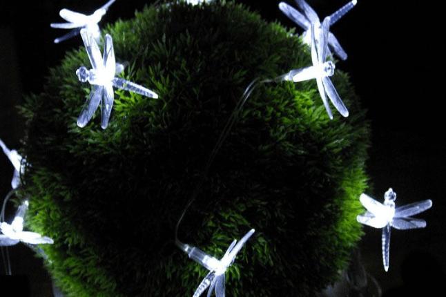 solární dekorace ve tvaru vážek