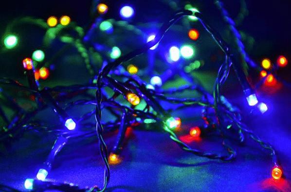 Barevný vánoční řetěz na stromeček