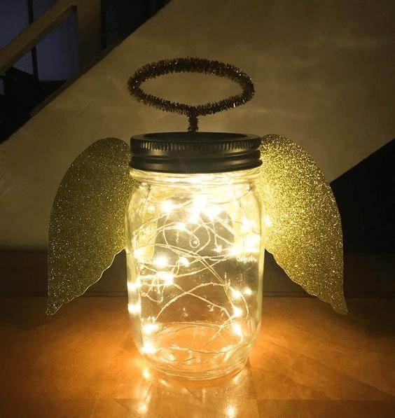 Vánoční svítící dekorace ze zavařovací sklenice.