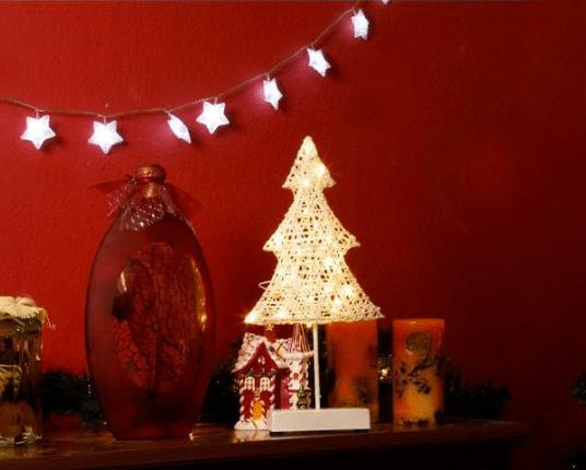 vánoční stromeček osvícený 20 LED žárovkami