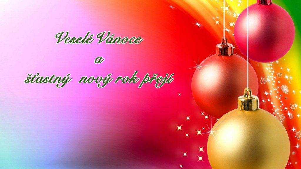 """Duhová vánoční pohlednice s baňkami napravo a s nápisem """"Veselé Vánoce a šťastný nový rok přejí"""" nalevo."""