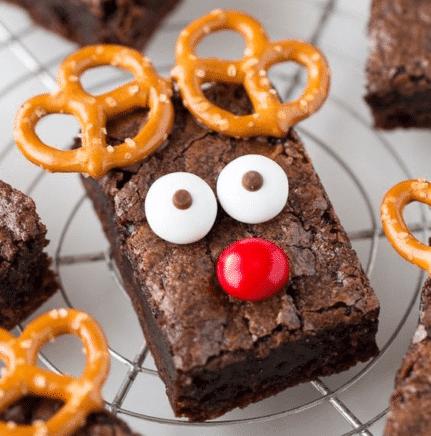 Vánoční čokoládové brownies ve tvaru soba recept.