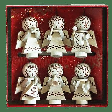 Šest dřevěných andílků