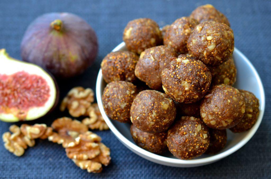 Fíkové kuličky bez pečení s vlašskými ořechy