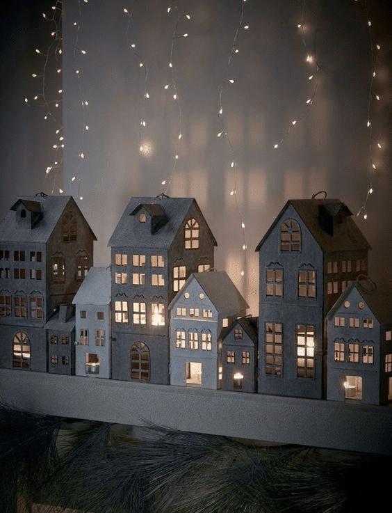 Vánoční dekorace svítící domečky na okno.