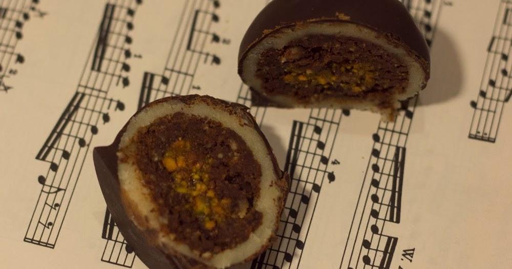Koule slavného Mozarta s vlašskými ořechy.