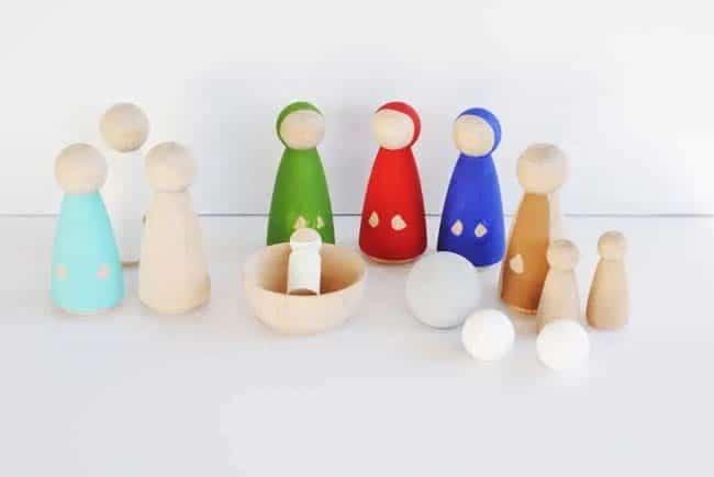 Vybarvené figurky do betlému.