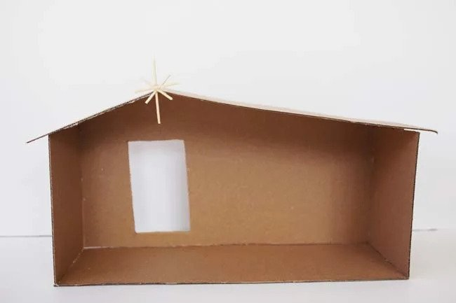 Toto je hotový příbytek z kartonu.