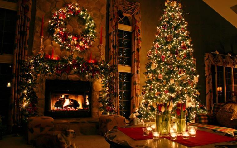 Vánoční stromeček a krb.