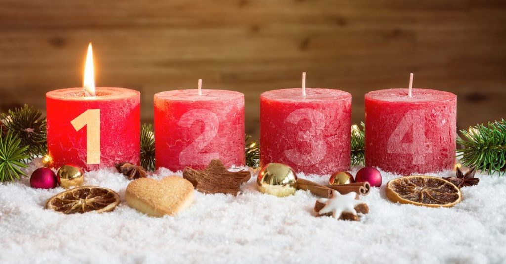 Začátek adventu spadá na 4. neděli před Štědrým dnem.