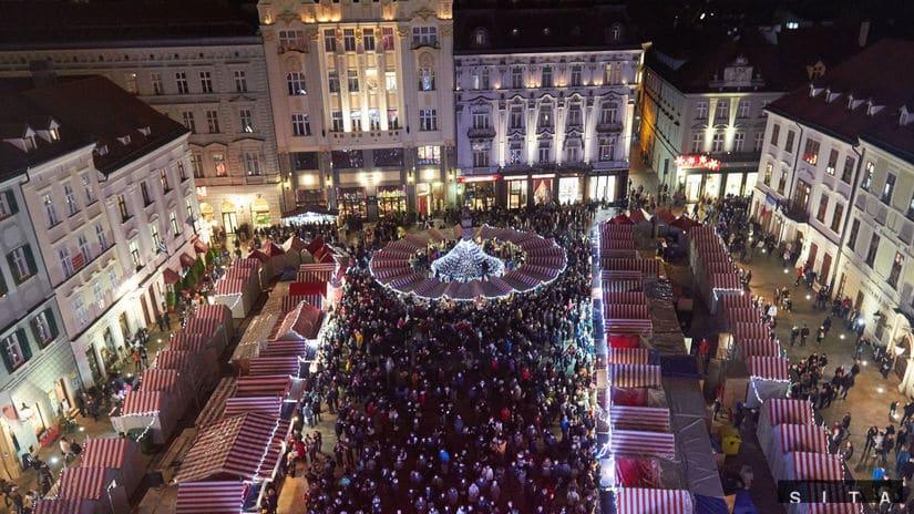 Na vánoční trhy v Trnave se také oplatí kvůli jejich výjimečnosti.