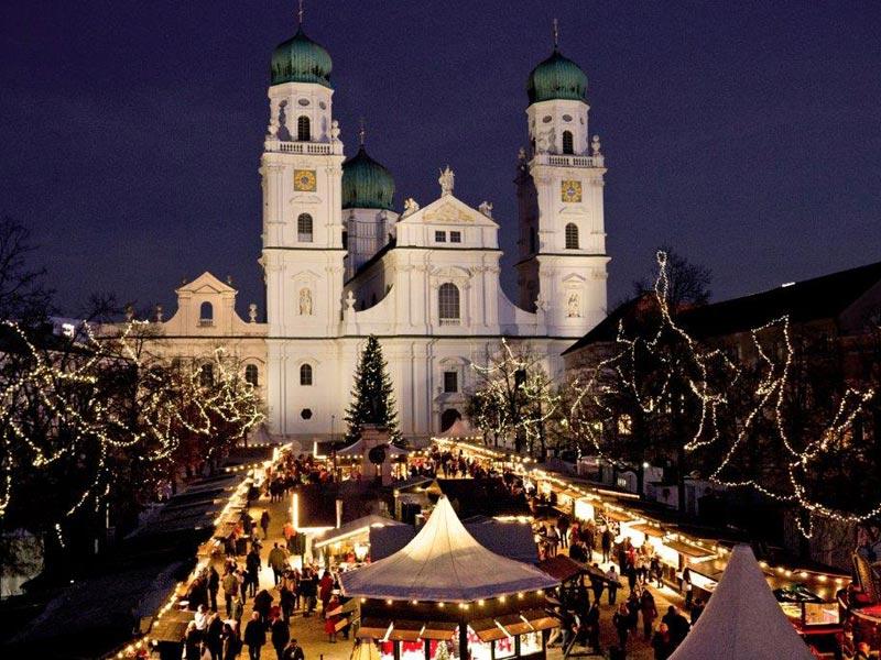 Tak to vypadá na vánočních trzích v Pasově.