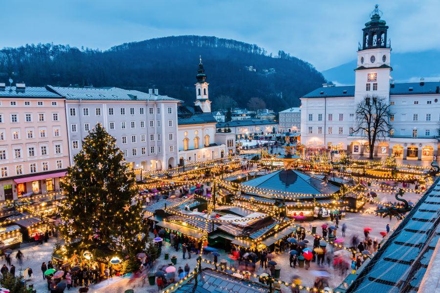 K oblíbeným patří i vánoční jarmarky v Salzburku.