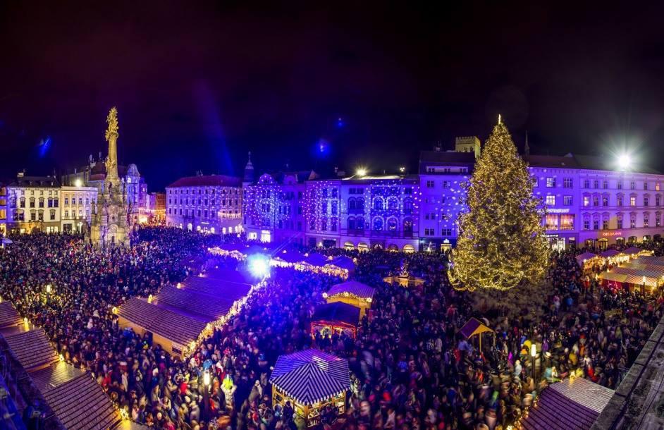 Advent v Olomouci se letos nevyrovná těm předešlým, jako vidíme na fotografii.