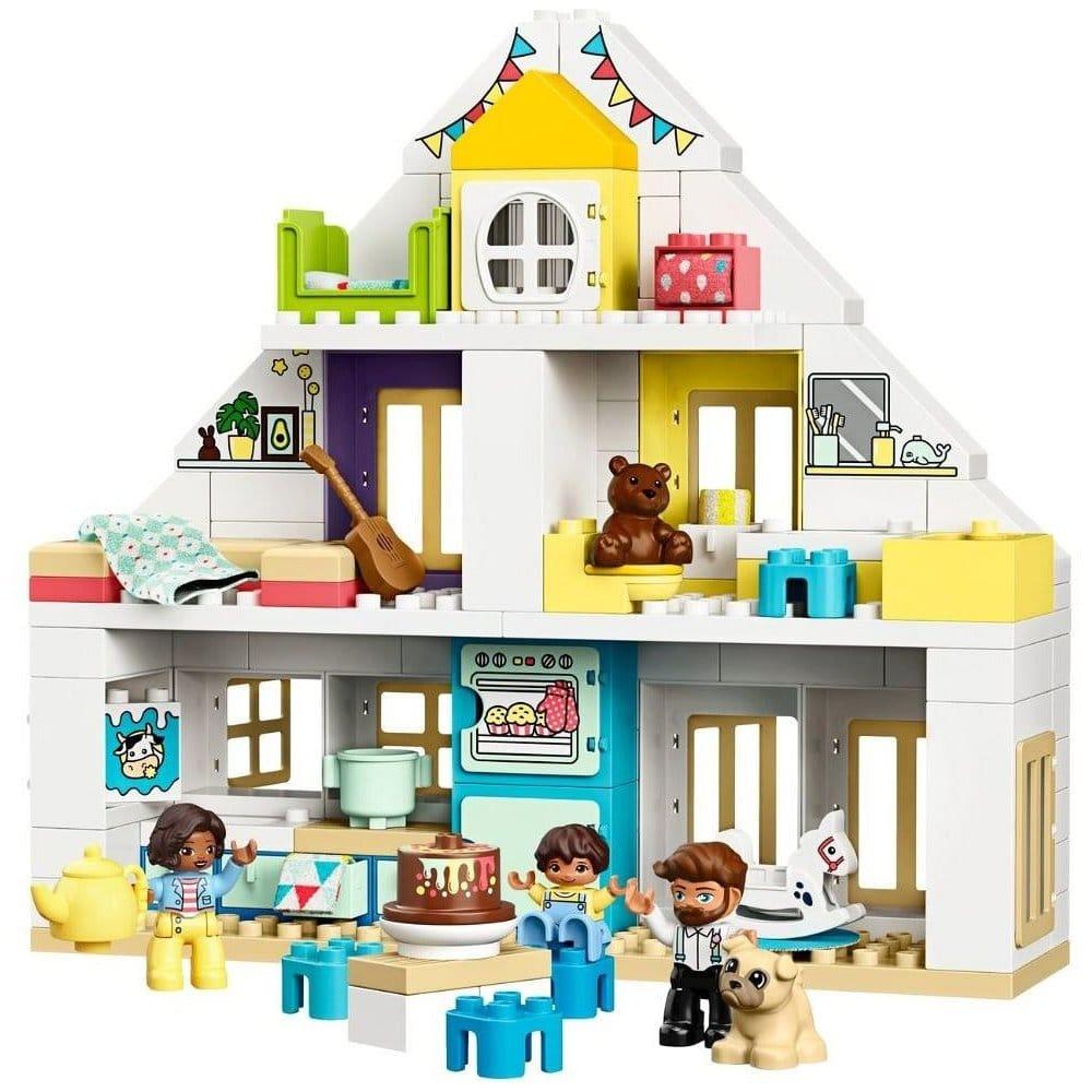Domeček pro panenky od Lego.