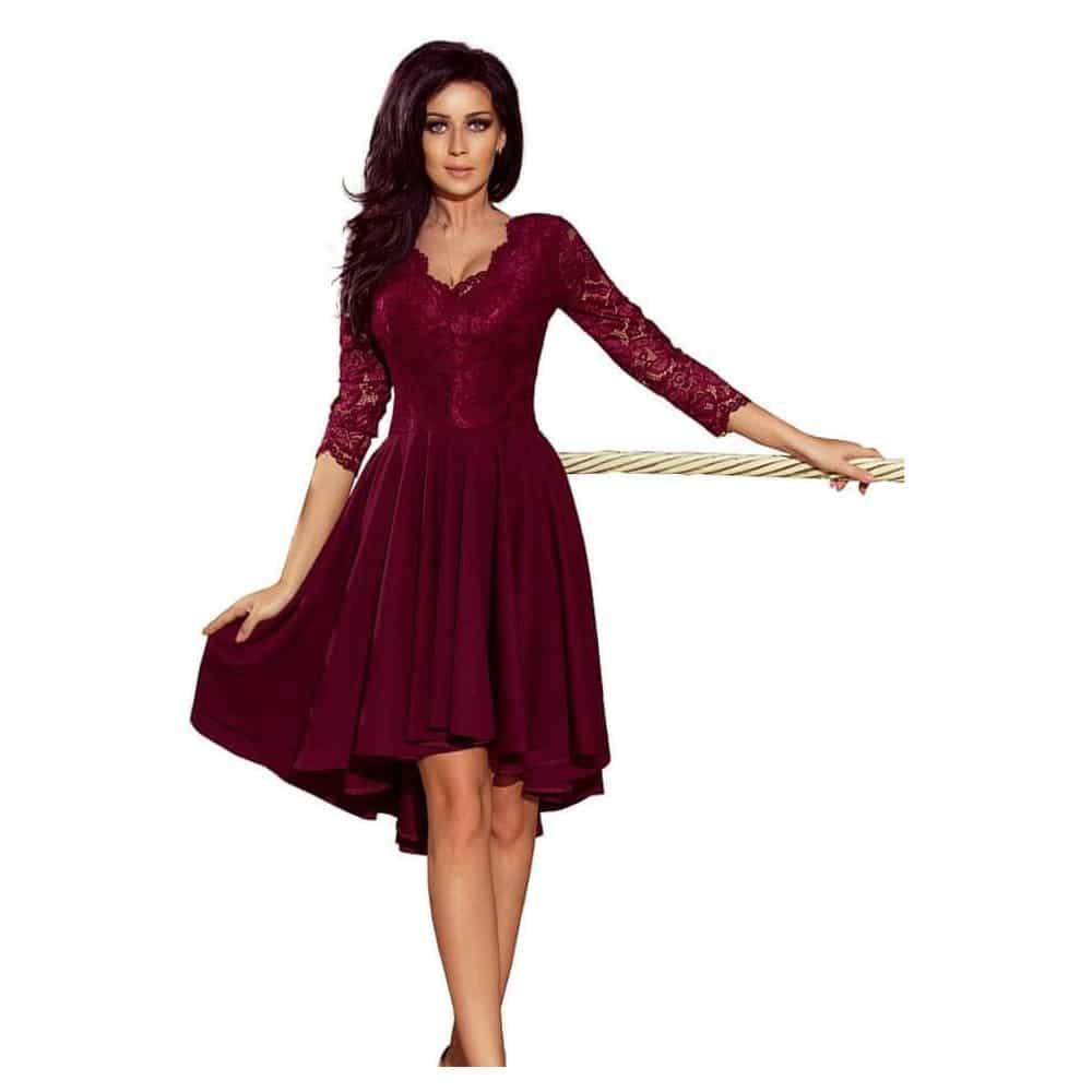 Dámské šaty s bordó barvou pro kámošku.