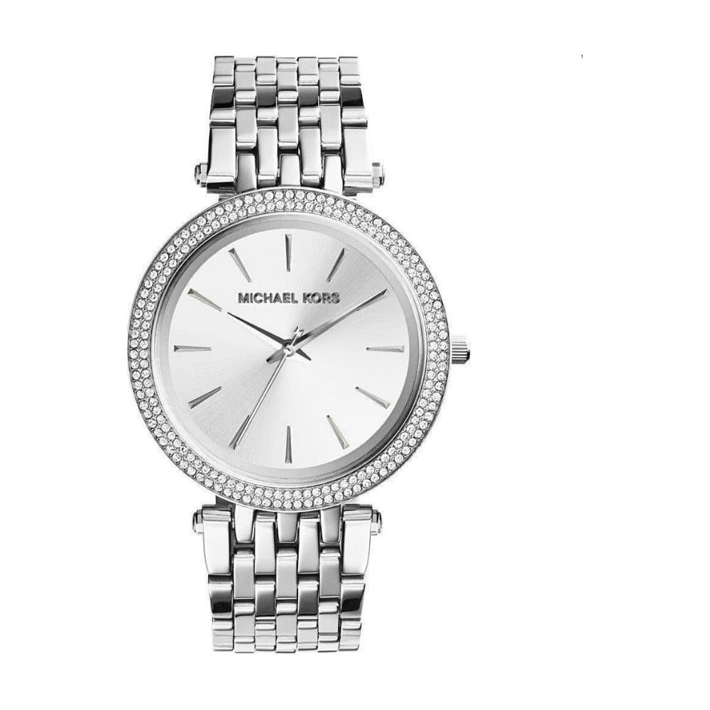 Stříbrné hodinky značky Michael Kors.
